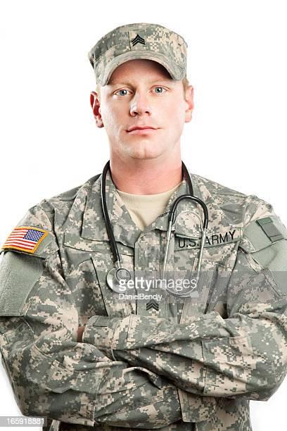 American Soldier serie: Joven sargento contra fondo blanco