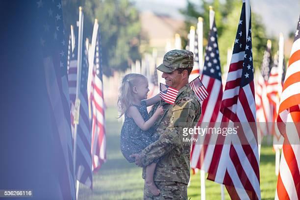 Soldato americano con sua figlia 3 anni