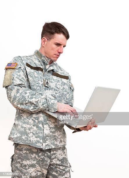Soldat américain avec ordinateur portable