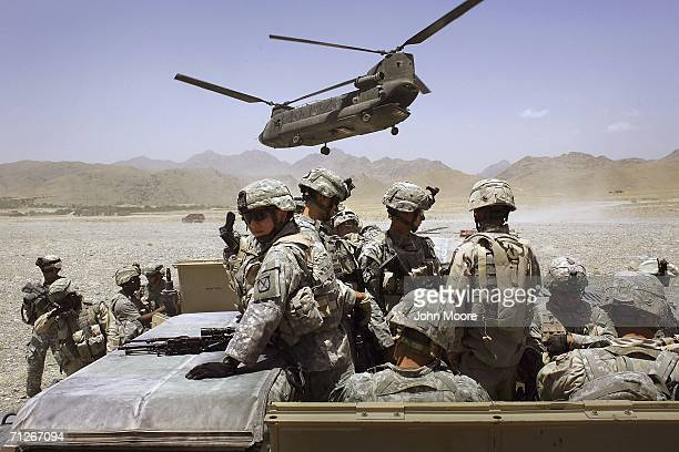 American soldiers from the 10th Mountain Division deploy to fight Taliban fighters as part of Operation Mountain Thrust to a US base near the village...
