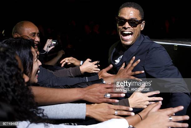 American soul singer Maxwell performs at a Music Hall in Amsterdam on November 4 2009 AFP PHOTO /ANP MARCEL ANTONISSE netherlands out belgium out