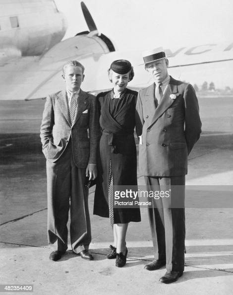 American stock trader Jesse Livermore meeting his third wife Harriet Metz Noble at Newark Airport accompanied by his son Paul New Jersey USA 10th...