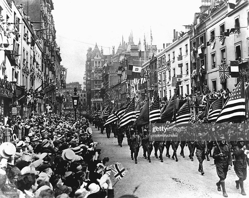 American troops marching down Sloane Street, west London, during World War I, 1918.