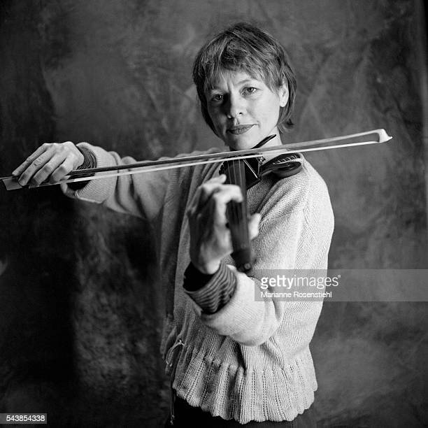 American violonist, singer, writer, painter and sculptor Laurie Anderson.