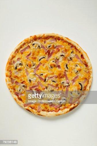 American-style ham and mushroom pizza : Stock Photo