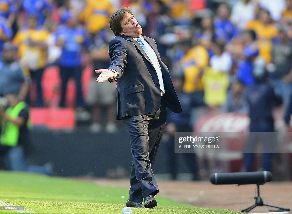 America's coach Miguel Herrera reacts against the referee, during the 2013 Mexican Clausura tournament football match against Tigres, in Mexico City, on May 4, 2012. AFP PHOTO/Alfredo Estrella