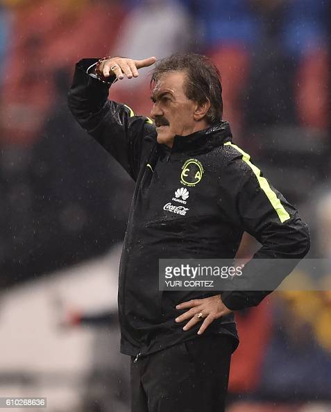 America's coach Ricardo Lavolpe gestures during their Mexican Apertura 2016 Tournament football match against Pumas at the Azteca stadium on...