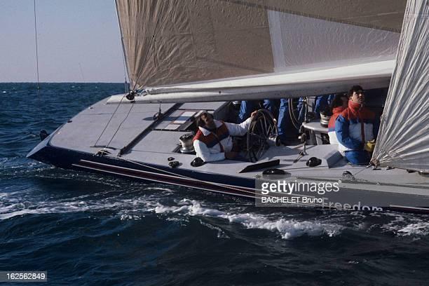 America'S Cup 1986 Port de Sète 1985 Lors de l'entrainement sur les voilier 'France III' et 'Freedom' par l'équipe des fançais en vue de l' AMERICA...