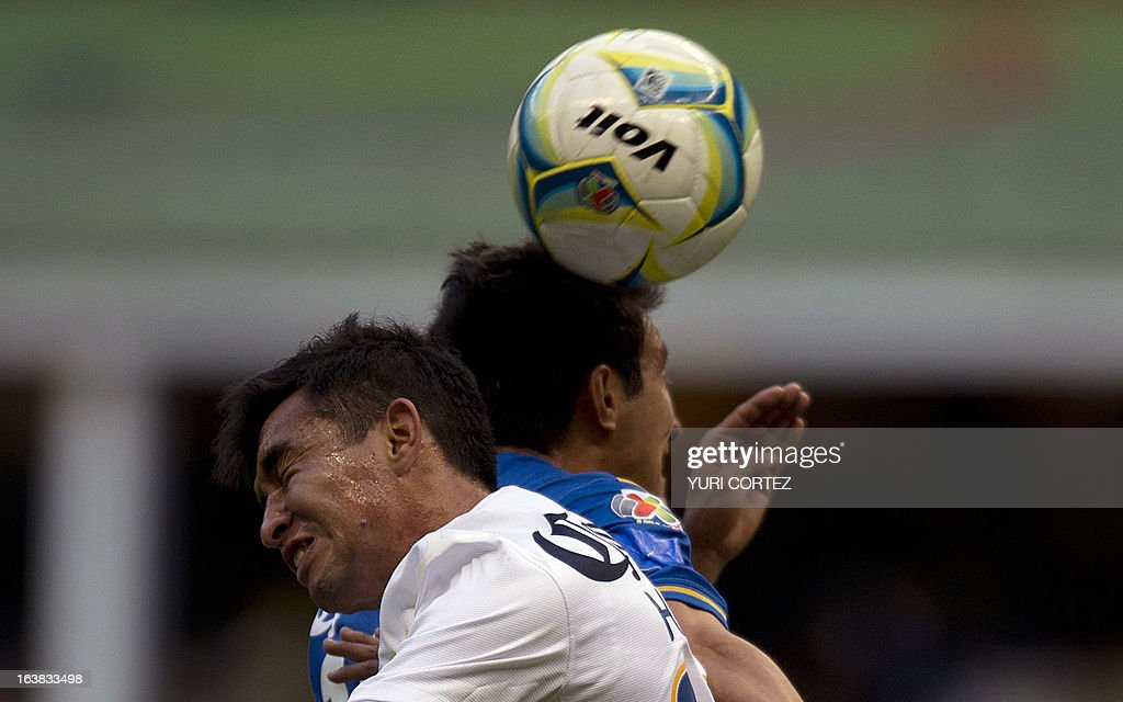 America's forward Christian Bermudes (L) jumps to head the ball with San Luis's defender Emilio Lopez (R) during their Clausura 2013 Mexican league football match at the Azteca stadium in Mexico City, on March 16, 2013.