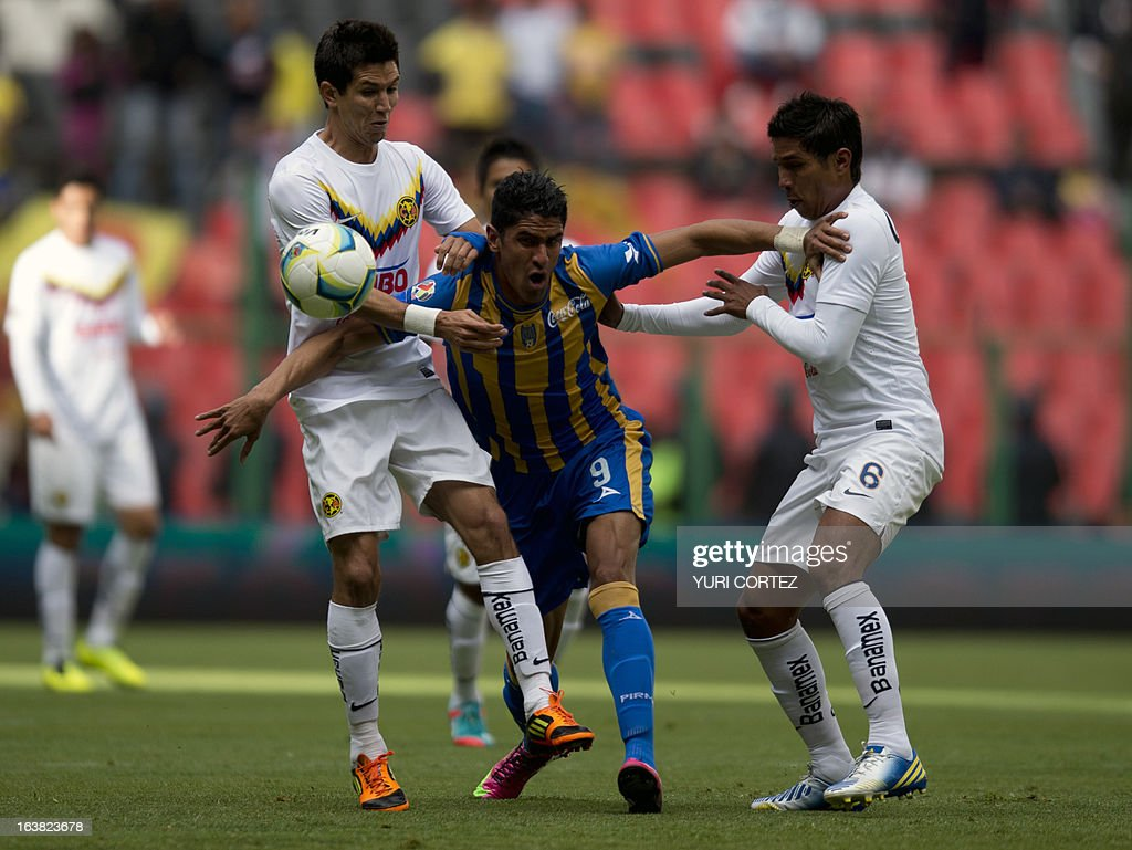 America's Jesus Molina (L) and Juan Valenzuela (R) dispute the ball with San Luis's forward Santiago Trellez (C) during their Clausura 2013 Mexican league football match at the Azteca stadium in Mexico City, on March 16, 2013.