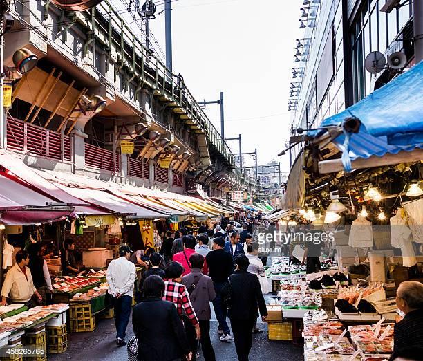 東京のアメ横通りマーケット
