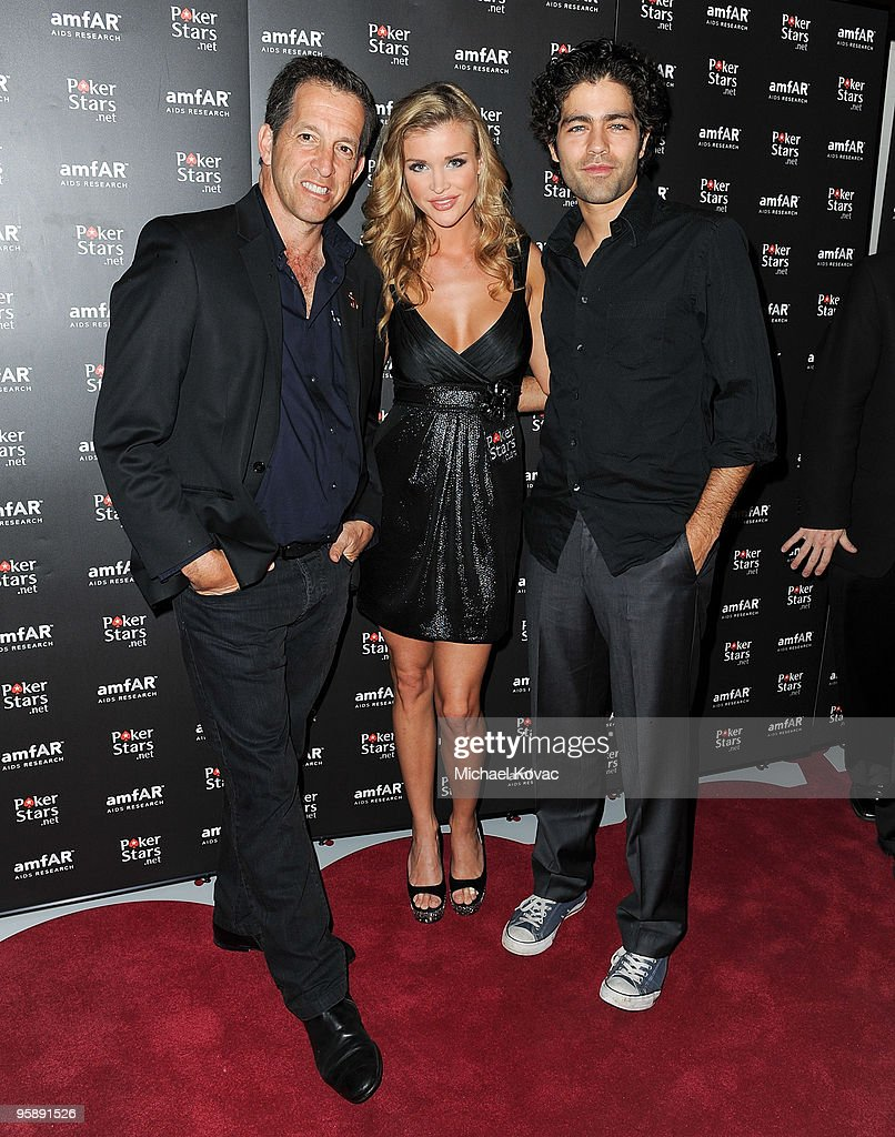 amfAR spokesman/designer Kenneth Cole, TV personality Joanna Krupa, and actor Adrian Grenier arrive at the amfAR Cocktail Party & PokerStars Red Carpet And Party at Aura Nightclub on January 9, 2010 in Nassau, Bahamas.