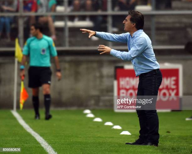 Amiens coach Christophe Pellissier gestures during the French Ligue1 football match between Amiens and Nice on August 26 2017 at the Licorne stadium...