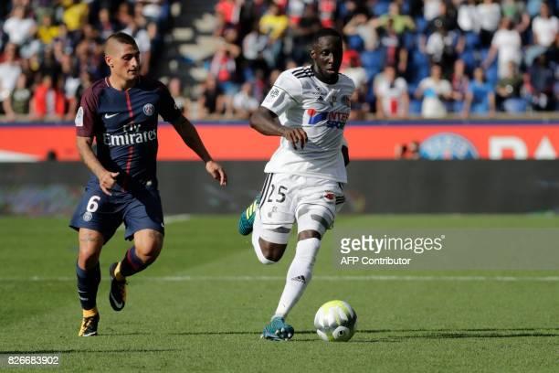 Amiens' Senegalese defender Issa Cissokho vies with Paris SaintGermain's Italian midfielder Marco Verratti during the French L1 football match...