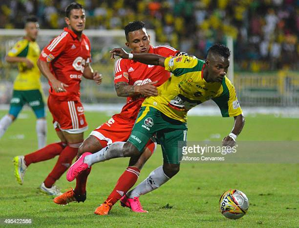 Amilcar Henriquez of America de Cali and Yeiner Acevedo of Real Cartagena struggle for the ball during a match between Real Cartagena and America de...
