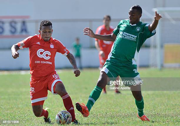 Amilcar Henriquez of America de Cali struggles for the ball with Deivy Rivas of Valledupar FC during a match between Valledupar and America de Cali...