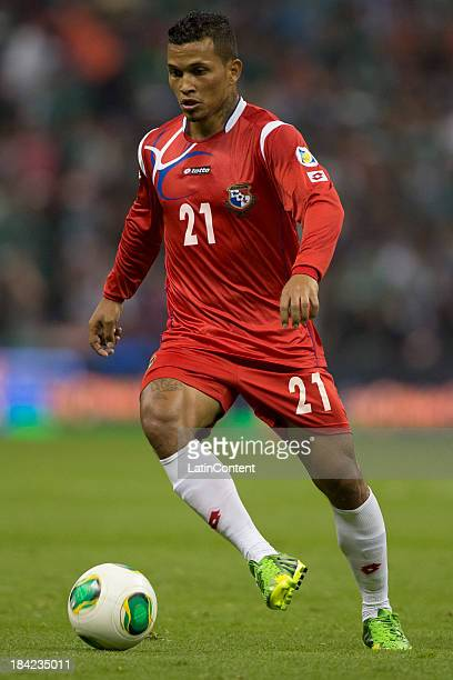 Amilcar Henriquez of Panama receives the ball during a match between Mexico and Panama as part of the CONCACAF Qualifyers at Azteca stadium on...