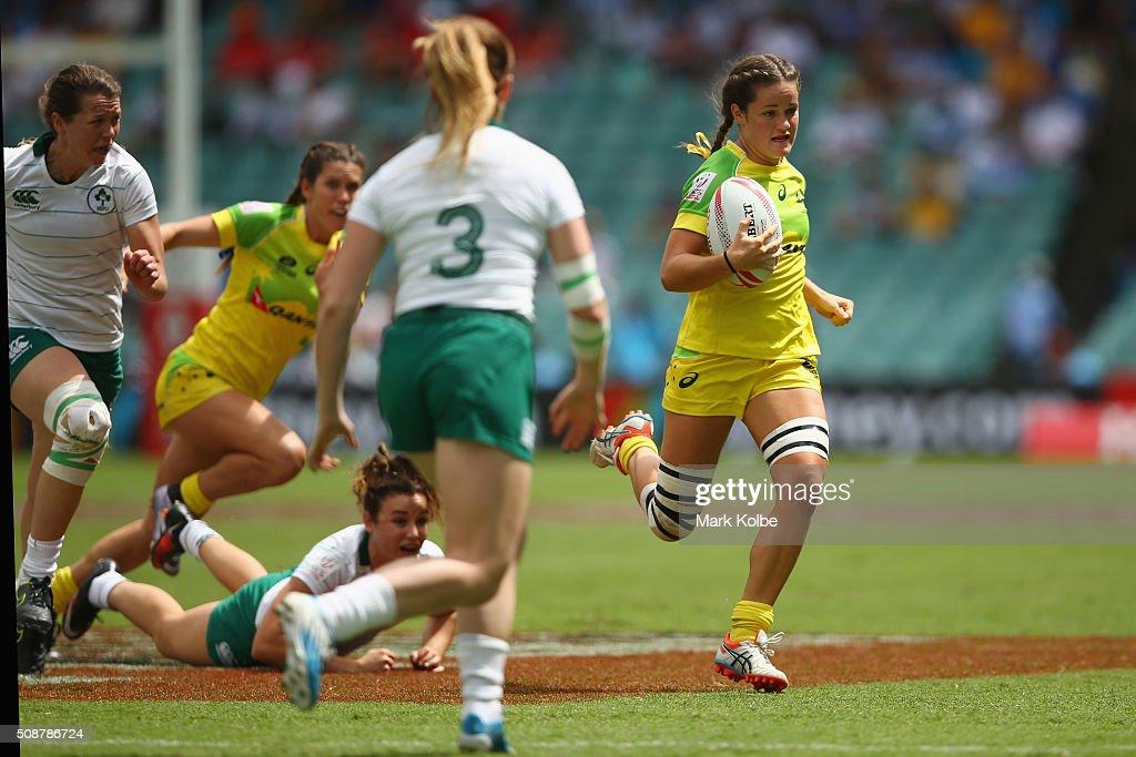 Amilee Cherry of Australia makes a break during the 2016 Sydney Sevens internationa friendly womens match between Australia and Ireland at Allianz Stadium on February 7, 2016 in Sydney, Australia.