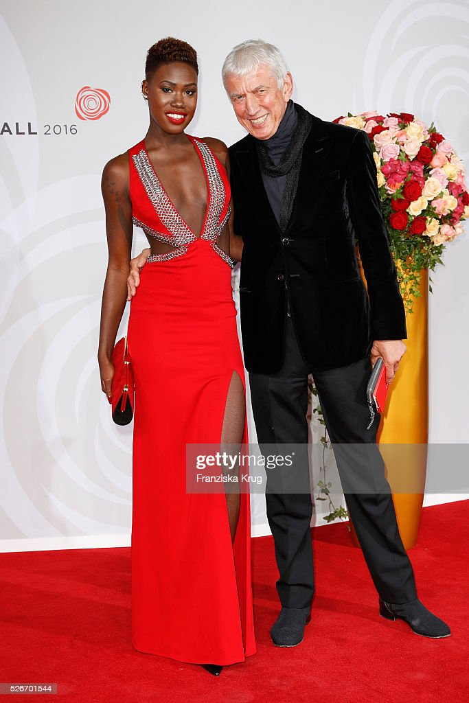 Aminata Sanogo and Ted Linow attend the Rosenball 2016 on April 30 in Berlin, Germany.