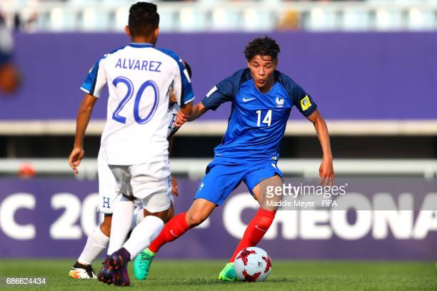 Amine Harit of France dribbles past Jorge Alvarez of Honduras during the FIFA U20 World Cup Korea Republic 2017 group E match between France and...