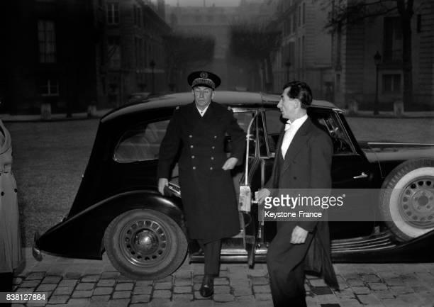L'amiral Thierry d'Argenlieu arrive à la Présidence de la Chambre convoqué par le Président pour parler de la question de l'Indochine à Paris France...