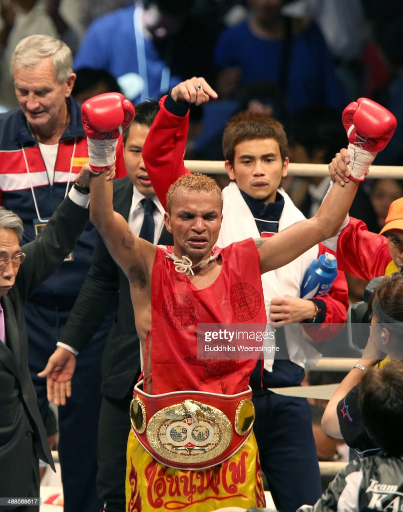 <a gi-track='captionPersonalityLinkClicked' href=/galleries/search?phrase=Amnat+Ruenroeng&family=editorial&specificpeople=4607245 ng-click='$event.stopPropagation()'>Amnat Ruenroeng</a> of Thailand celebrates after victory over Kazuto Ioka of japan during the IBF minimumweight title bout between Kazuto Ioka of Japan and <a gi-track='captionPersonalityLinkClicked' href=/galleries/search?phrase=Amnat+Ruenroeng&family=editorial&specificpeople=4607245 ng-click='$event.stopPropagation()'>Amnat Ruenroeng</a> of Thailand at the Bodymaker Colosseum on May 7, 2014 in Osaka, Japan.
