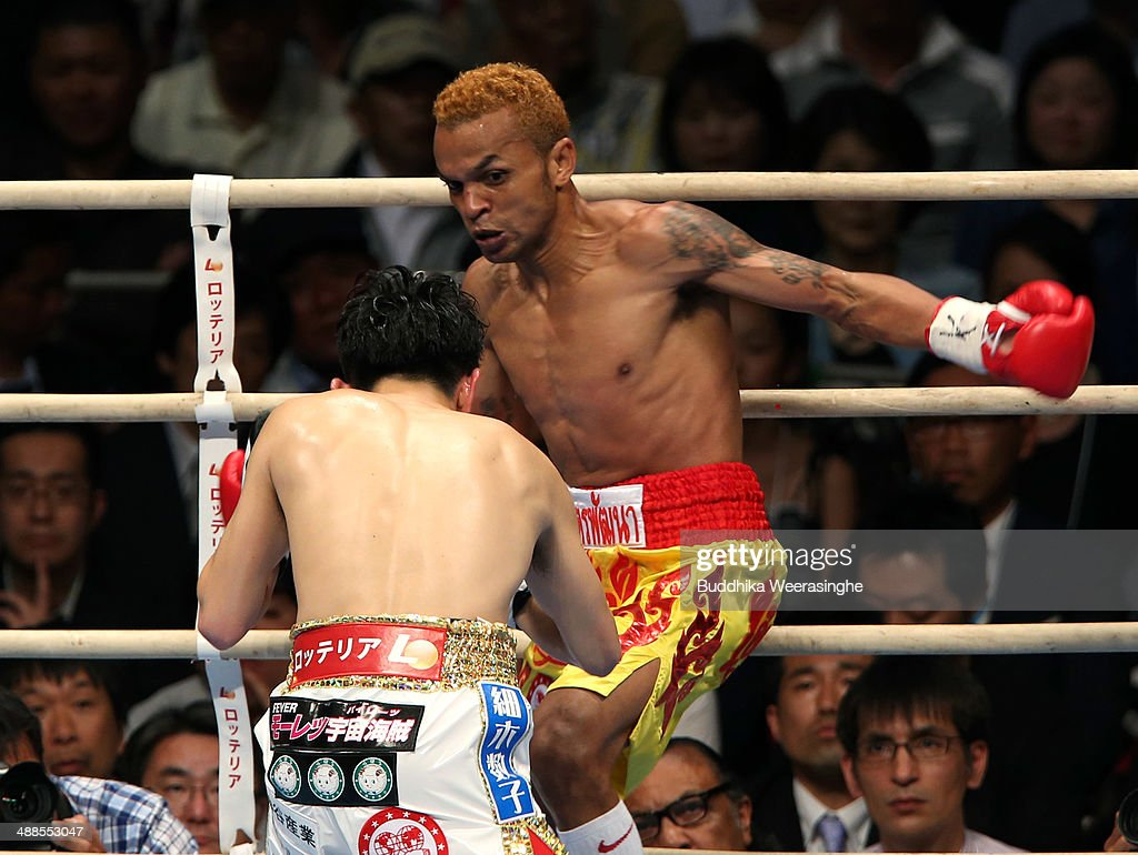 <a gi-track='captionPersonalityLinkClicked' href=/galleries/search?phrase=Amnat+Ruenroeng&family=editorial&specificpeople=4607245 ng-click='$event.stopPropagation()'>Amnat Ruenroeng</a> (R) of Thailand exchanges punches with <a gi-track='captionPersonalityLinkClicked' href=/galleries/search?phrase=Kazuto+Ioka&family=editorial&specificpeople=7488576 ng-click='$event.stopPropagation()'>Kazuto Ioka</a> of Japan during the IBF minimum weight title bout between <a gi-track='captionPersonalityLinkClicked' href=/galleries/search?phrase=Kazuto+Ioka&family=editorial&specificpeople=7488576 ng-click='$event.stopPropagation()'>Kazuto Ioka</a> of Japan and <a gi-track='captionPersonalityLinkClicked' href=/galleries/search?phrase=Amnat+Ruenroeng&family=editorial&specificpeople=4607245 ng-click='$event.stopPropagation()'>Amnat Ruenroeng</a> of Thailand at the Bodymaker Colosseum on May 7, 2014 in Osaka, Japan.