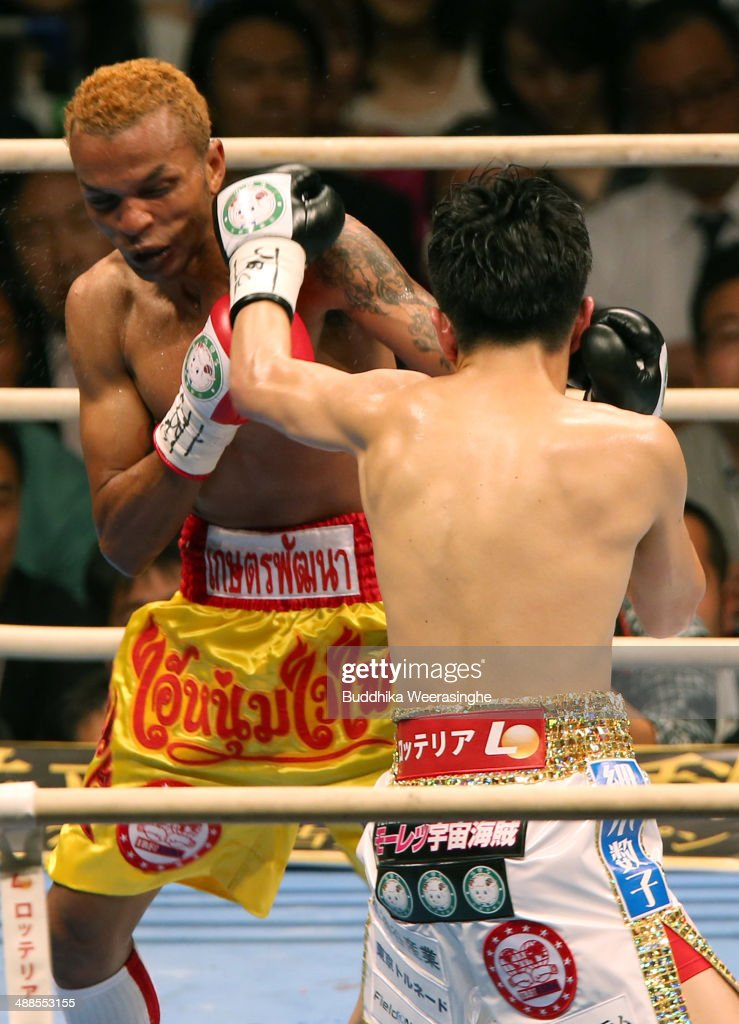 <a gi-track='captionPersonalityLinkClicked' href=/galleries/search?phrase=Amnat+Ruenroeng&family=editorial&specificpeople=4607245 ng-click='$event.stopPropagation()'>Amnat Ruenroeng</a>(L) of Thailand exchanges punches with <a gi-track='captionPersonalityLinkClicked' href=/galleries/search?phrase=Kazuto+Ioka&family=editorial&specificpeople=7488576 ng-click='$event.stopPropagation()'>Kazuto Ioka</a> of japan during the IBF minimumweight title bout between <a gi-track='captionPersonalityLinkClicked' href=/galleries/search?phrase=Kazuto+Ioka&family=editorial&specificpeople=7488576 ng-click='$event.stopPropagation()'>Kazuto Ioka</a> of Japan and <a gi-track='captionPersonalityLinkClicked' href=/galleries/search?phrase=Amnat+Ruenroeng&family=editorial&specificpeople=4607245 ng-click='$event.stopPropagation()'>Amnat Ruenroeng</a> of Thailand at the Bodymaker Colosseum on May 7, 2014 in Osaka, Japan.