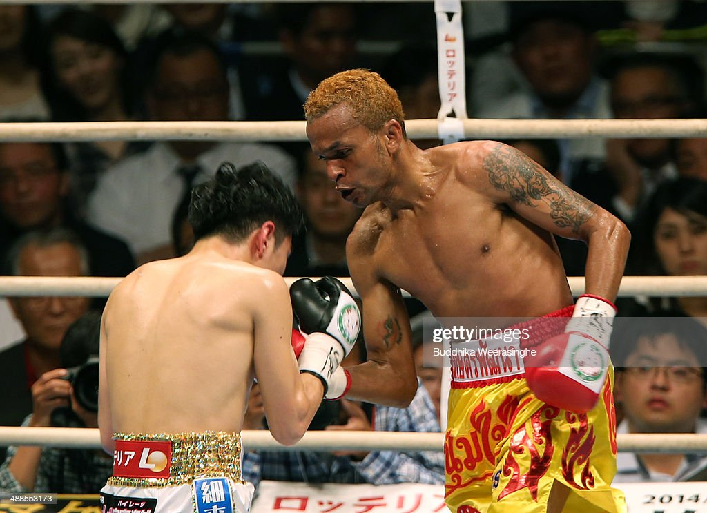 <a gi-track='captionPersonalityLinkClicked' href=/galleries/search?phrase=Amnat+Ruenroeng&family=editorial&specificpeople=4607245 ng-click='$event.stopPropagation()'>Amnat Ruenroeng</a>(R) of Thailand exchanges punches with <a gi-track='captionPersonalityLinkClicked' href=/galleries/search?phrase=Kazuto+Ioka&family=editorial&specificpeople=7488576 ng-click='$event.stopPropagation()'>Kazuto Ioka</a> of japan during the IBF minimumweight title bout between <a gi-track='captionPersonalityLinkClicked' href=/galleries/search?phrase=Kazuto+Ioka&family=editorial&specificpeople=7488576 ng-click='$event.stopPropagation()'>Kazuto Ioka</a> of Japan and <a gi-track='captionPersonalityLinkClicked' href=/galleries/search?phrase=Amnat+Ruenroeng&family=editorial&specificpeople=4607245 ng-click='$event.stopPropagation()'>Amnat Ruenroeng</a> of Thailand at the Bodymaker Colosseum on May 7, 2014 in Osaka, Japan.