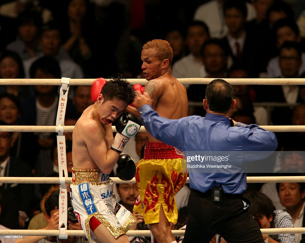 Amnat Ruenroeng (R) of Thailand exchanges punches with Kazuto Ioka of japan during the IBF minimumweight title bout between Kazuto Ioka of Japan and Amnat Ruenroeng of Thailand at the Bodymaker Colosseum on May 7, 2014 in Osaka, Japan.