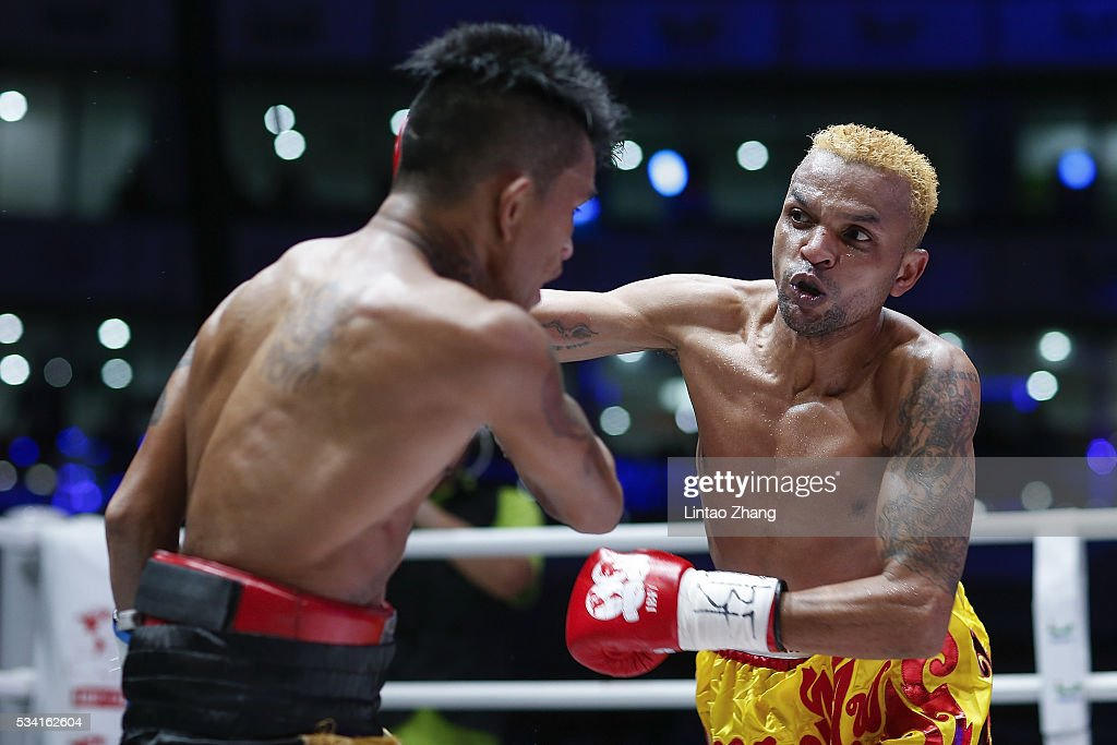 <a gi-track='captionPersonalityLinkClicked' href=/galleries/search?phrase=Amnat+Ruenroeng&family=editorial&specificpeople=4607245 ng-click='$event.stopPropagation()'>Amnat Ruenroeng</a> (R) of Thailand punches John riel Casimero of Philippines in the head during their IBF World Boxing Championship at Beijing Olympic park diamond stadium on May 25, 2016 in Beijing, China.