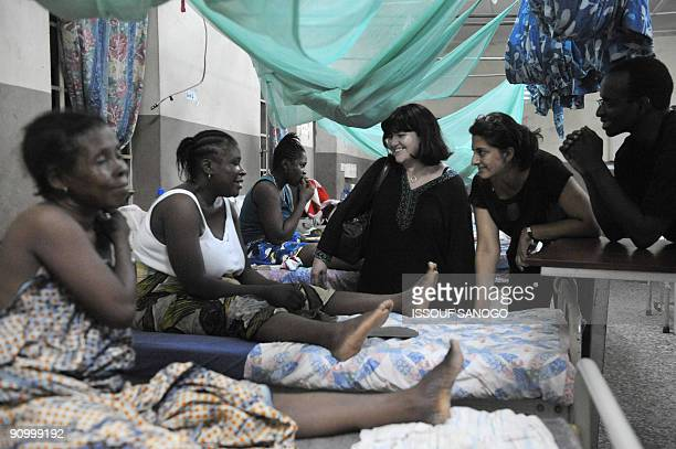 Amnesty international members talk with women on September 20 2009 in a maternity ward at a hospital in the center of Freetown where Amnesty...