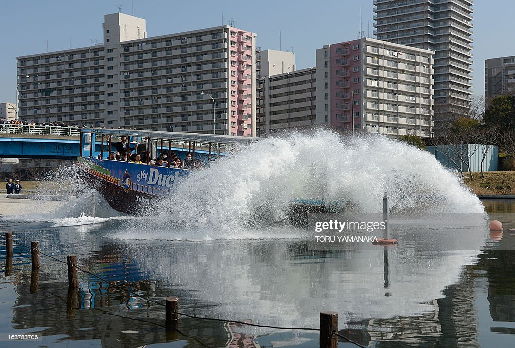 Amphibious tourist bus 'Sky Duck' goes into the water during the opening event of a tourist informantion center in the riverside on March 16, 2013. Japan's Hinomaru bus service company will begin a sightseeing service with two amphibious buses from March 17 for the first time in Tokyo. AFP PHOTO/Toru YAMANAKA