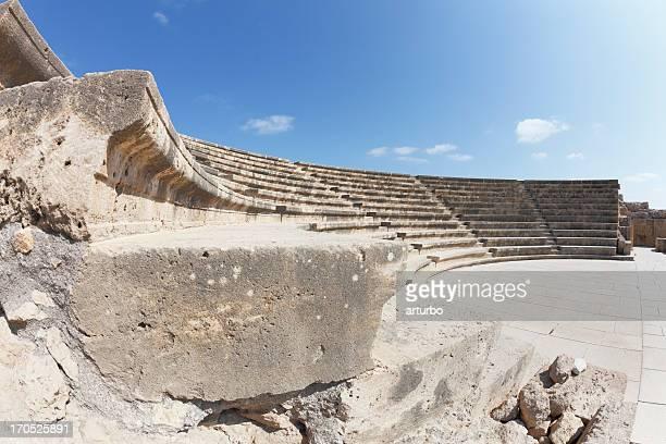 円形劇場ステアズすぐに青い空とパフォスキプロス