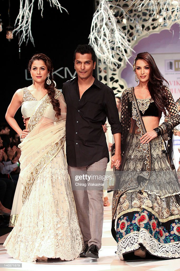 Amrita Arora, Designer Vikram Phadnis and Malaika Arora Khan walk the runway of Vikram Phadnis show at Lakme Fashion Week Summer/Resort 2012 Day 1 at the Grand Hyatt on March 2, 2012 in Mumbai, In