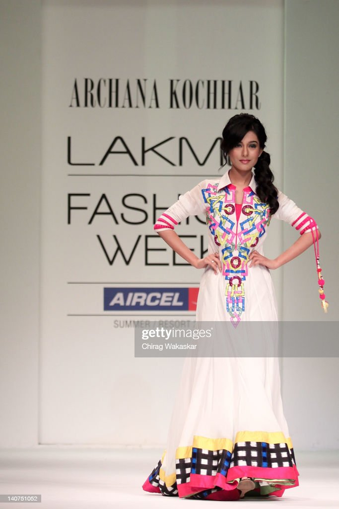 <a gi-track='captionPersonalityLinkClicked' href=/galleries/search?phrase=Amrita+Rao&family=editorial&specificpeople=3080005 ng-click='$event.stopPropagation()'>Amrita Rao</a> walks the runway at the Archana Kochhar show at Lakme Fashion Week Summer/Resort 2012 day 5 at the Grand Hyatt on March 6, 2012 in Mumbai, India.