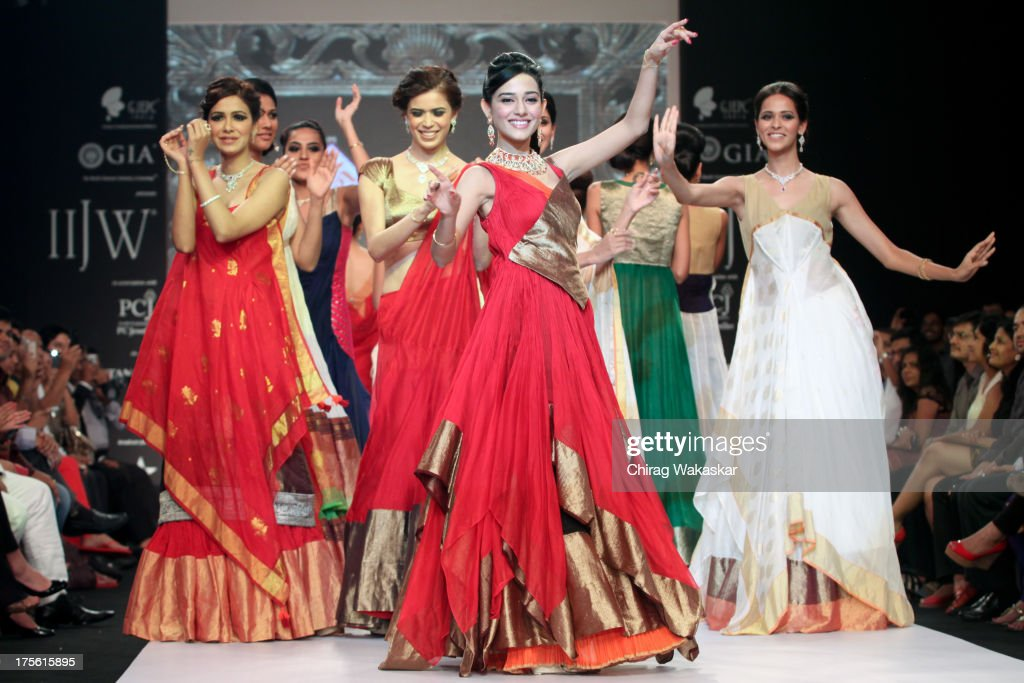 <a gi-track='captionPersonalityLinkClicked' href=/galleries/search?phrase=Amrita+Rao&family=editorial&specificpeople=3080005 ng-click='$event.stopPropagation()'>Amrita Rao</a> (C) walks the runway in an Agni Jewels design on day 1 of India International Jewellery Week 2013 at the Hotel Grand Hyatt on August 4, 2013 in Mumbai, India.