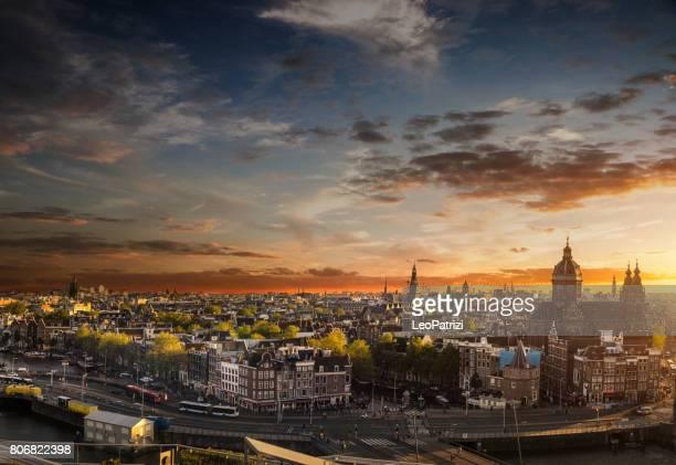 Amsterdam-stadsgezicht - uitzicht op de kathedraal en de oude stad