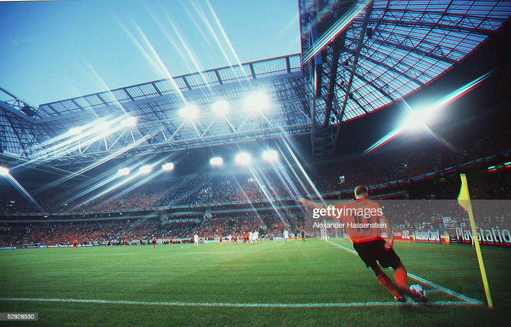 Amsterdam HOLLAND TSCHECHIEN 10 ECKBALL in der AmsterdamArena Dennis BERGKAMP/HOL