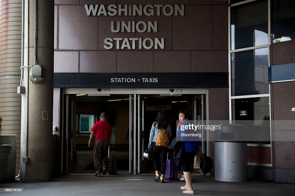 Amtrak train passengers arrive to Union Station in Washington DC US on Thursday Sept 3 2015 Secretary of Homeland Security Jeh Johnson along with...
