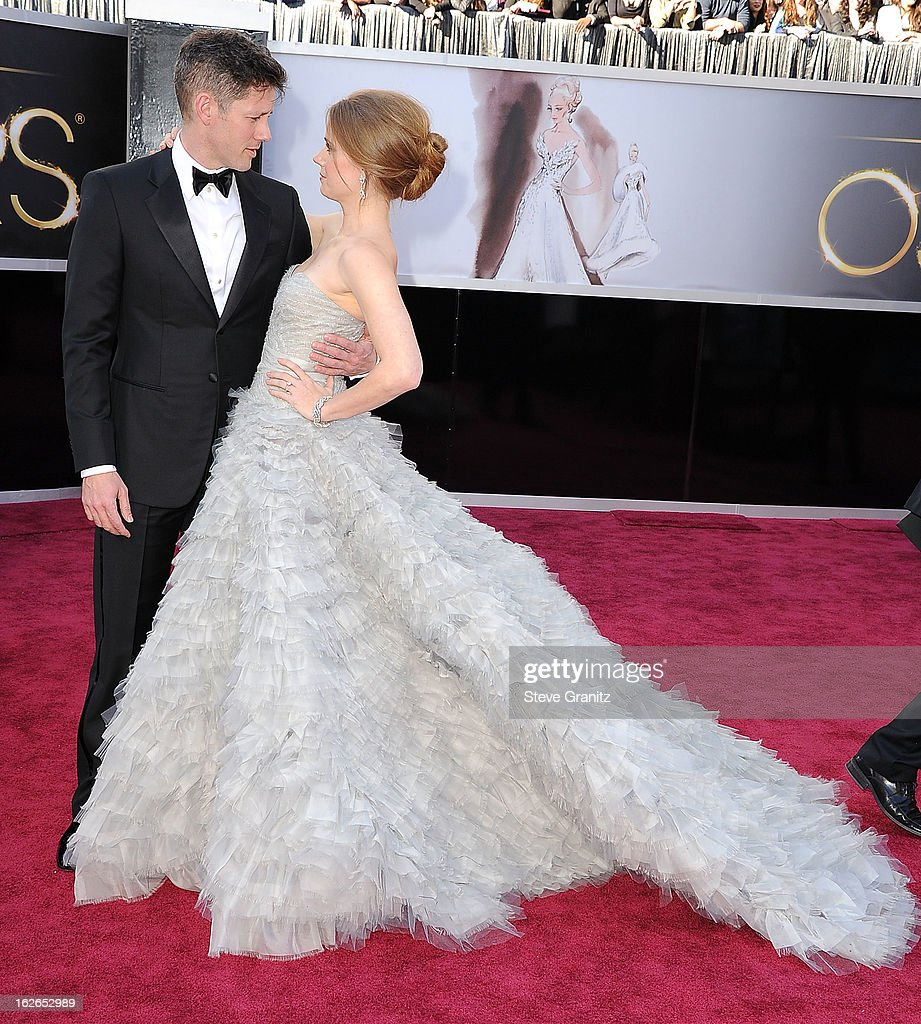 Amy Adams arrives at the 85th Annual Academy Awards at Dolby Theatre on February 24, 2013 in Hollywood, California.