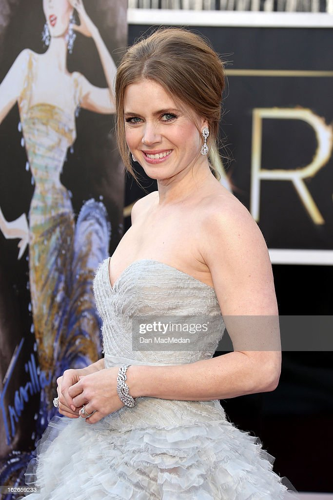 Amy Adams arrives at the 85th Annual Academy Awards at Hollywood & Highland Center on February 24, 2013 in Hollywood, California.