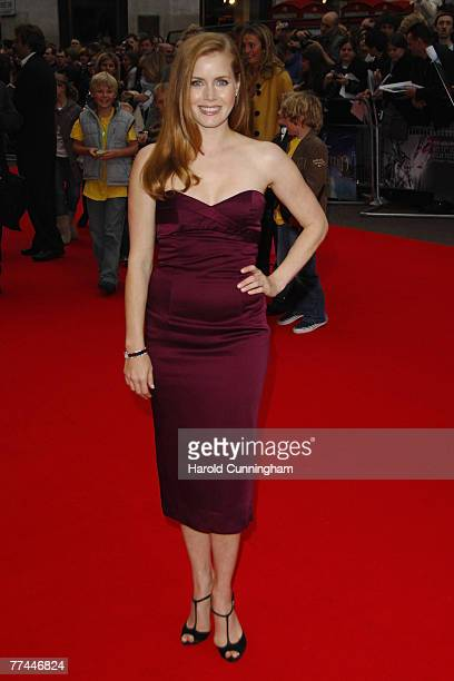 Amy Adams arrives at the 'Enchanted' premiere at the Odeon West End on October 20 2007 in London England