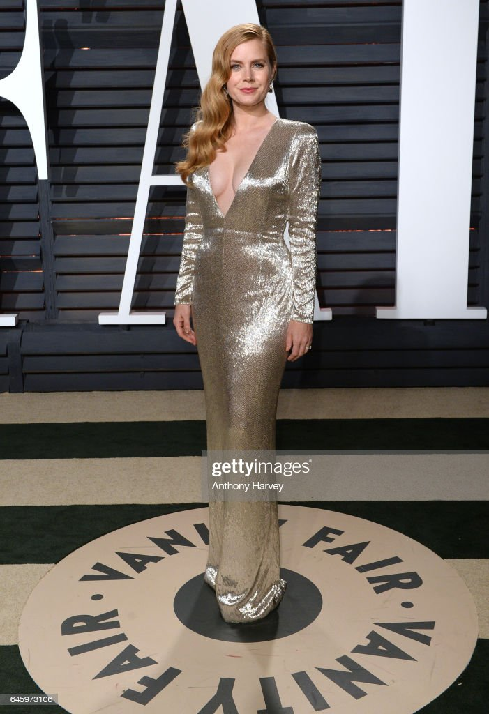 Amy Adams attends the 2017 Vanity Fair Oscar Party hosted by Graydon Carter at Wallis Annenberg Center for the Performing Arts on February 26, 2017 in Beverly Hills, California.