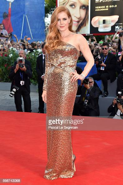 amy-adams-attends-the-premiere-of-nocturnal-animals-during-the-73rd-picture-id598743068
