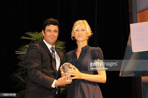 Amy CarterJames CoFounder CoOwner and Director of Guludo Beach Lodge recieves the World Savers Award 2010 from actor Carlos Bernard of the US TV...