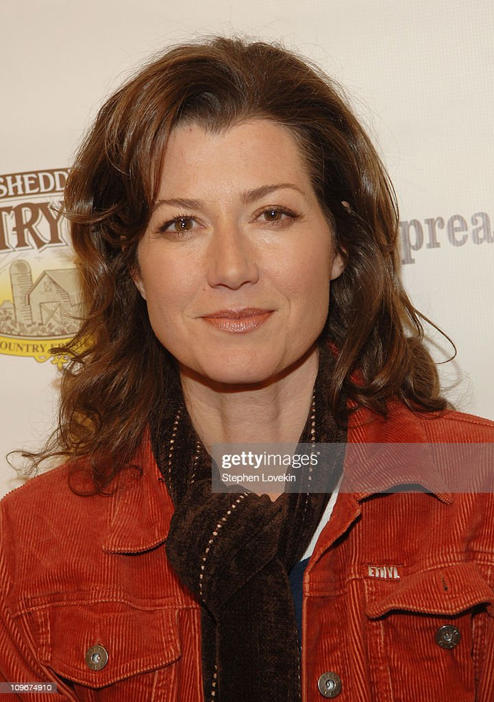 Amy Grant Leads a One-Million Meal Donation to AmericaÆs Second Harvest, the NationÆs Food Bank Network - April 18, 2007