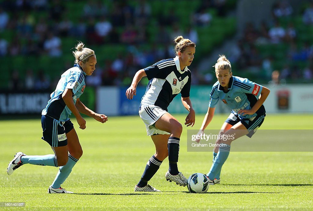 Amy Jackson of the Victory (C) controls the ball under pressure from the Sydney defence during the W-League Grand Final between the Melbourne Victory and Sydney FC at AAMI Park on January 27, 2013 in Melbourne, Australia.