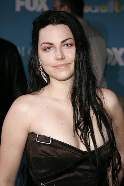 Liz Lee Photos Photos - 2011 MTV Movie Awards - Red Carpet