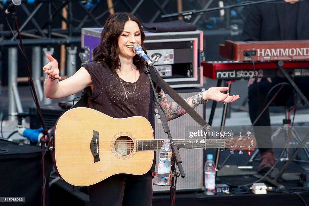 Amy MacDonald In Concert - Thurn & Taxis Castle Festival 2017
